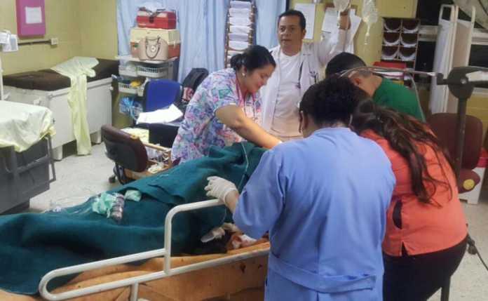 Una mujer fue remitida al hospital Mario Catarino Rivas luego de haber sido macheteada por su pareja sentimental en el departamento de Lempira.