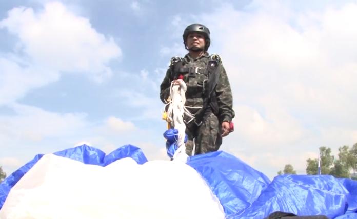 Paracaidista mujer en Honduras