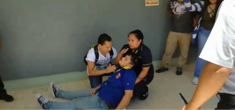MEU lanza bomba lacrimógena para sacar alumnos de las aulas