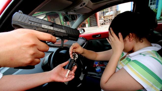 Banda de robacarros y saqueadores tienen encerrados a cholomeños