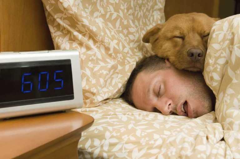 Lo que pasa durante la noche si duermes con la boca abierta