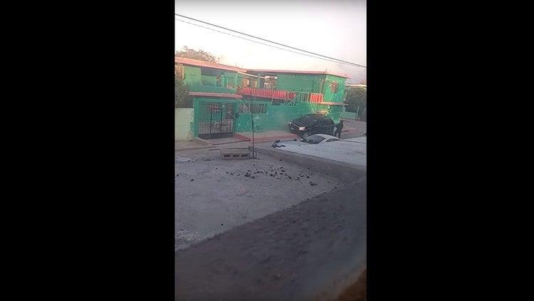 """VÍDEO: Policías """"rematan"""" a cuatro presuntos delincuentes en México"""