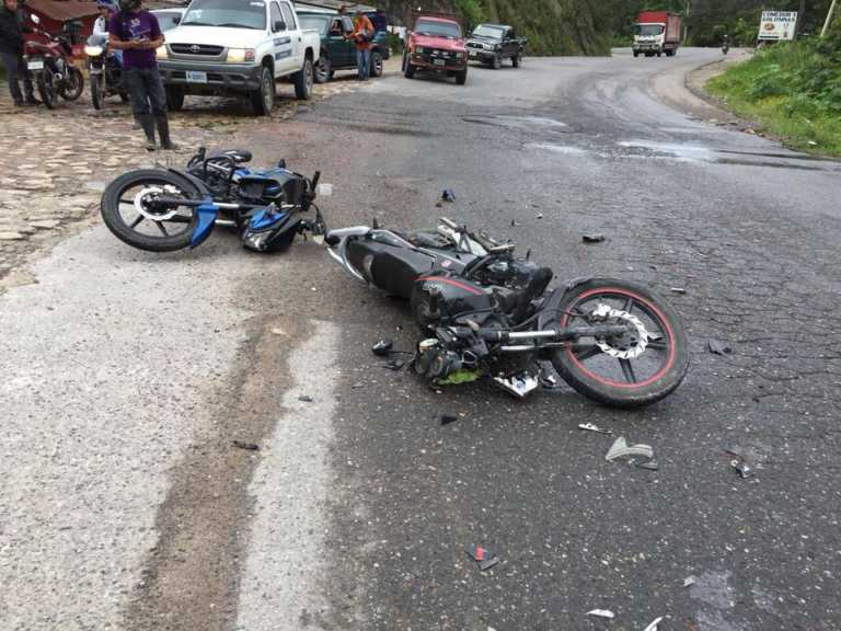 Choque de dos motocicletas deja un lesionado en Copán