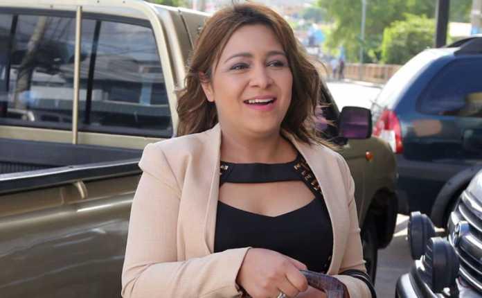 La candidata presidencial del PAC, Marlene Alvarenga, aseguró que las grandes fuerzas políticas del país conspiran para suspender elecciones.