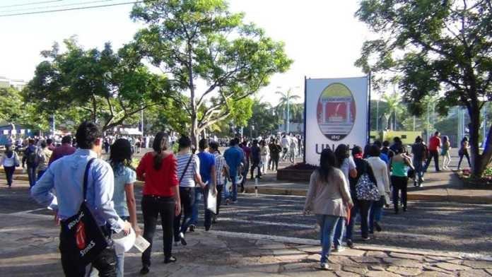 Miles de postulantes de diferentes centros universitarios realizaron la tercera y última prueba de aptitud académica en la UNAH.
