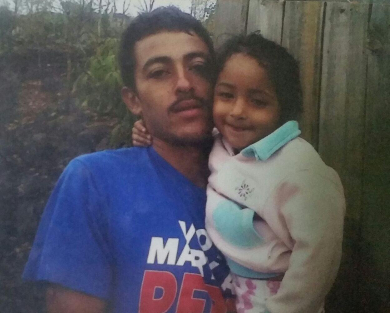 El fallecido fue identificado como Johnny Javier Avila Palma, de 25 años de edad.