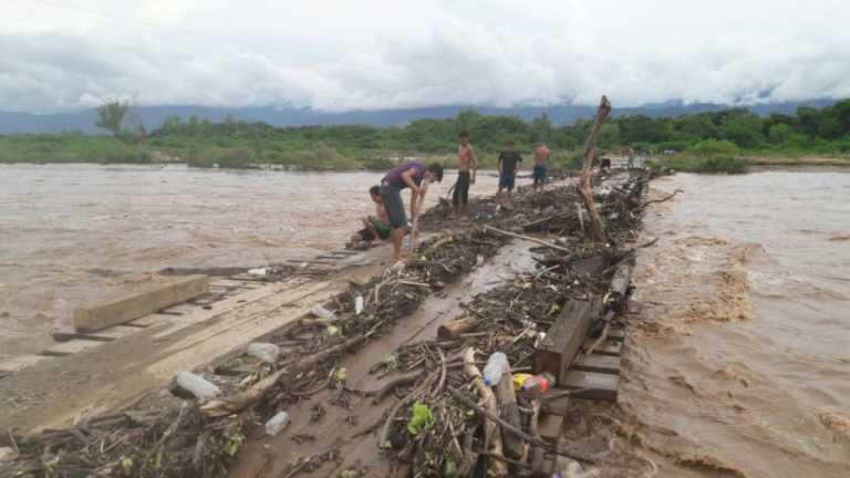 ¡CAOS! Arenal y Olanchito incomunicados e inundaciones en Intibucá