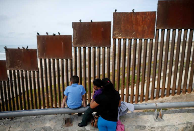 """Trump exige el muro fronterizo como condición para ayudar a """"dreamers"""""""