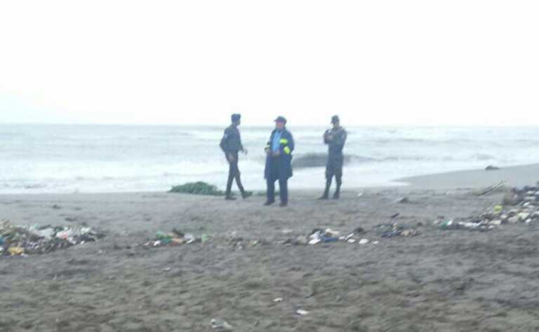 Hallan el cadáver de una mujer a la orilla de la playa en La Ceiba