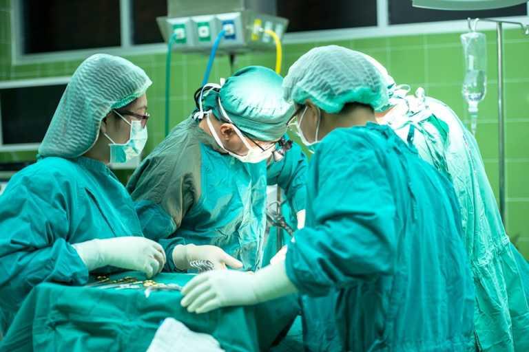 Estudio revela que cirugías al corazón evolucionan mejor por la tarde