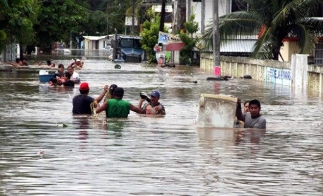 Ante las intensas lluvias, el desbordamiento de ríos y el peligro de derrumbes, las autoridades extienden la alerta roja en Valle y Choluteca.