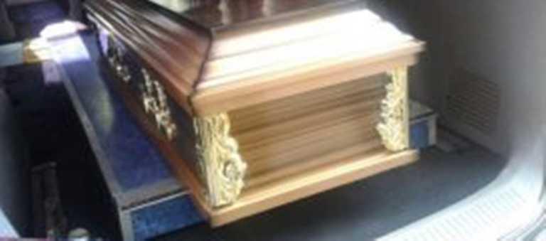 Familiares reclaman cuerpos de joven y niño soterrados en capital