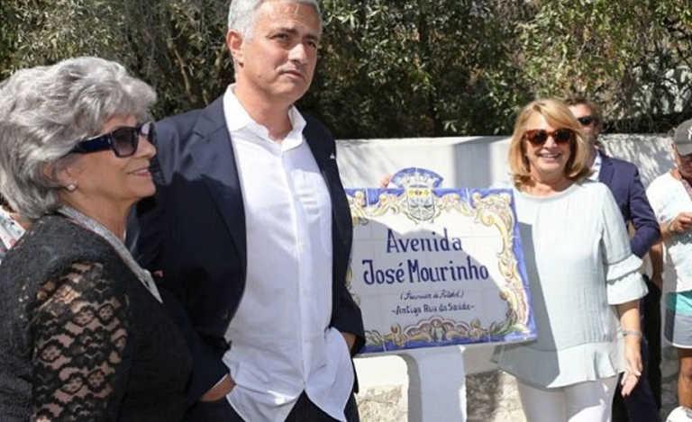 Mourinho inaugura una avenida con su nombre en Setúbal, Portugal