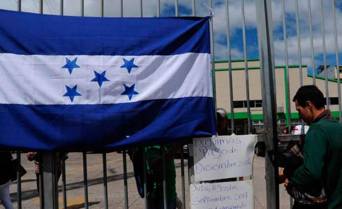 Un grupo de empleados del Registro Nacional de las Personas (RNP) se tomó las instalaciones del archivo central exigiendo un pago salarial.