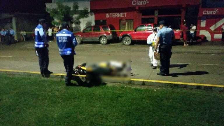 Pareja en moto muere atropellada en San Pedro Sula
