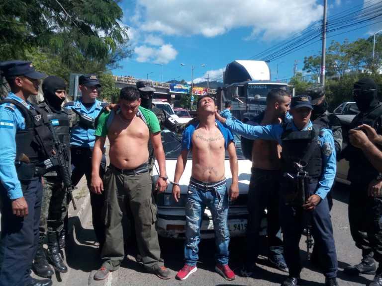 Policías detienen a tres presuntos criminales en Tegucigalpa