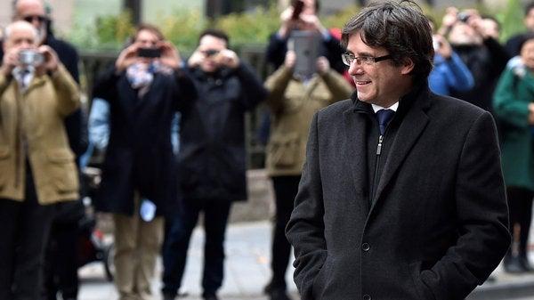Crisis en Cataluña: Puigdemont queda en libertad con medidas cautelares