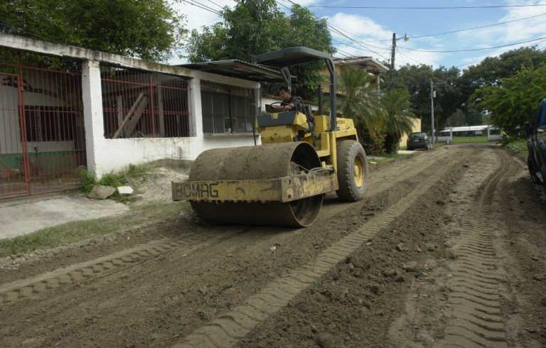 Municipalidad sigue reparando calles de varias colonias de San Pedro Sula
