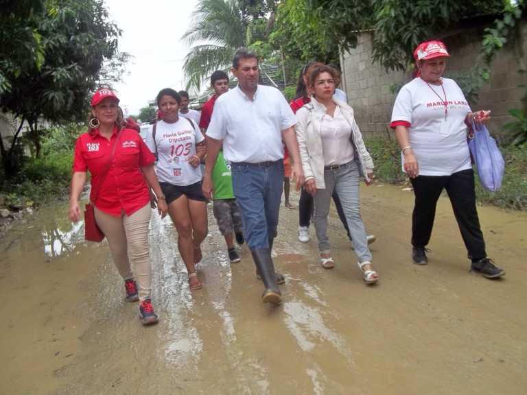 Marlon Lara visita la Feria del Agricultor y varias colonias sampedranas