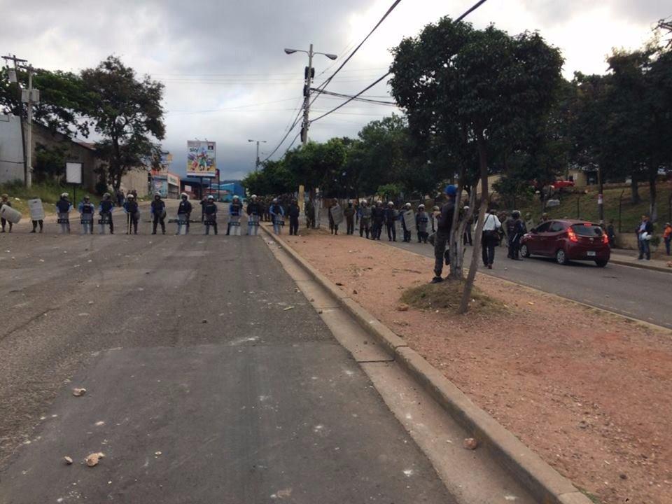 Anillos de seguridad policial en la capital de Honduras.