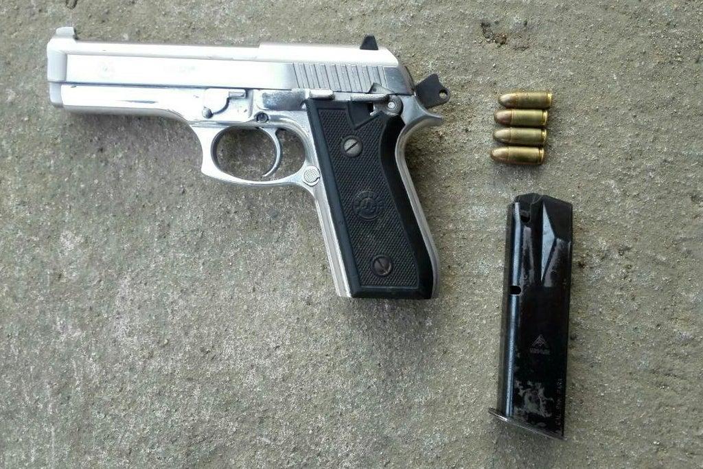 El capturado habría disparado a su víctima con el arma de fuego decomisada. Se desconoce el nombre del herido.