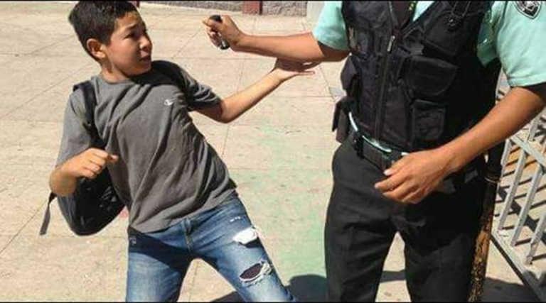 UNAH: guardia rocía gas pimienta en el rostro de un menor vendedor