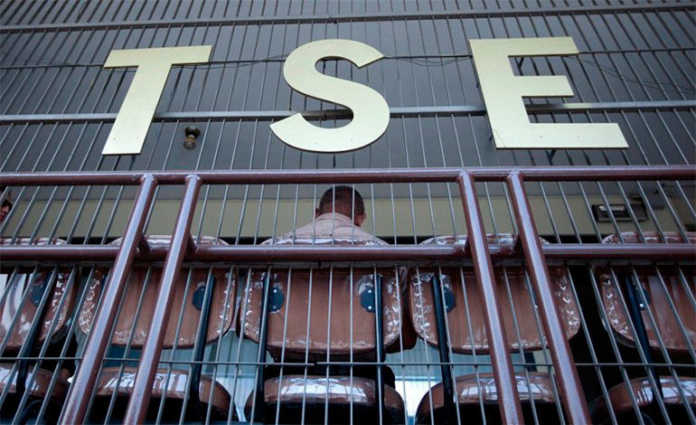 El magistrado del TSE, Marco Ramiro Lobo, aseguró que la impresión de 18 millones de papeletas electorales finaliza este fin de semana.