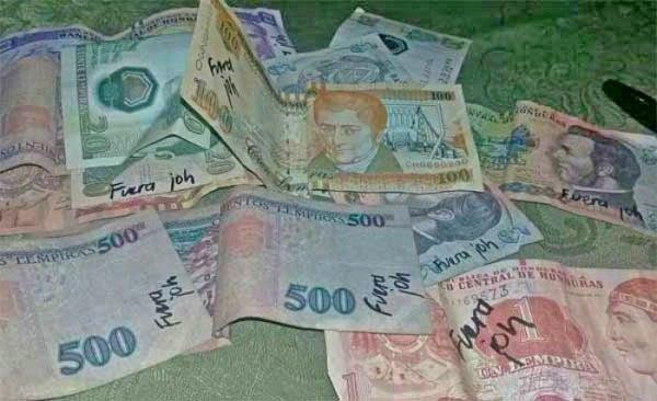 billetes manchados en Honduras
