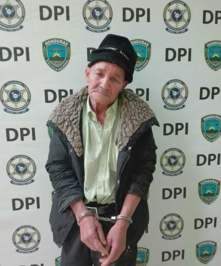 Detienen anciano acusado de violar a su hija en Santa Rosa de Copán