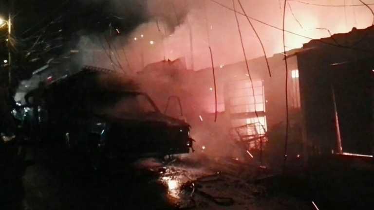 Un muerto deja incendio en fábrica de muebles en Tegucigalpa