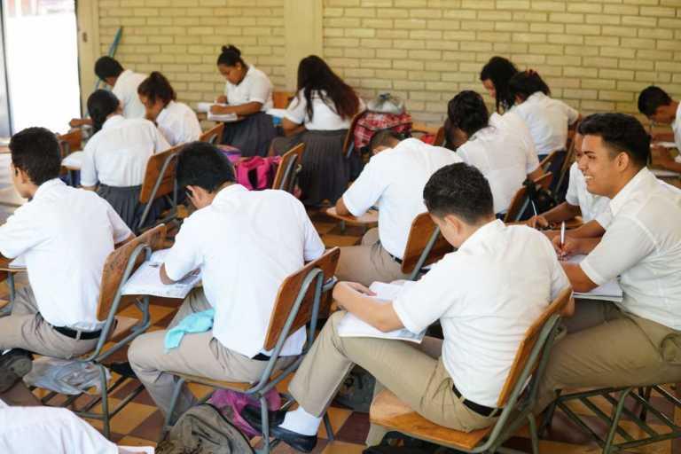 Al menos 541 mil graduados a nivel nacional por año electivo
