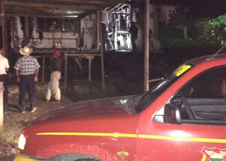 Incendio consume farmacia de pastor evangélico en Choloma