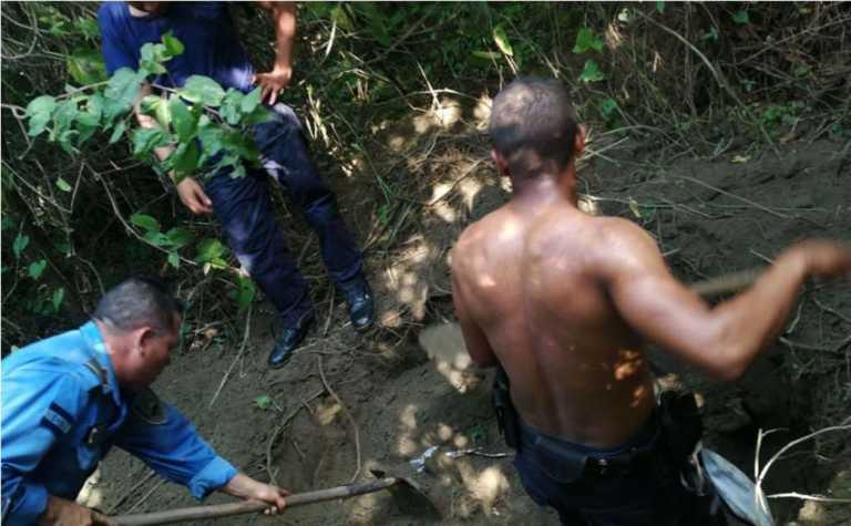 Encuentran dos motocicletas enterradas en San Pedro Sula
