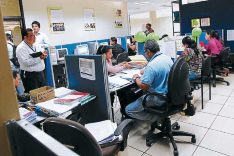 Empleados públicos a horario normal tras cancelación de toque de queda