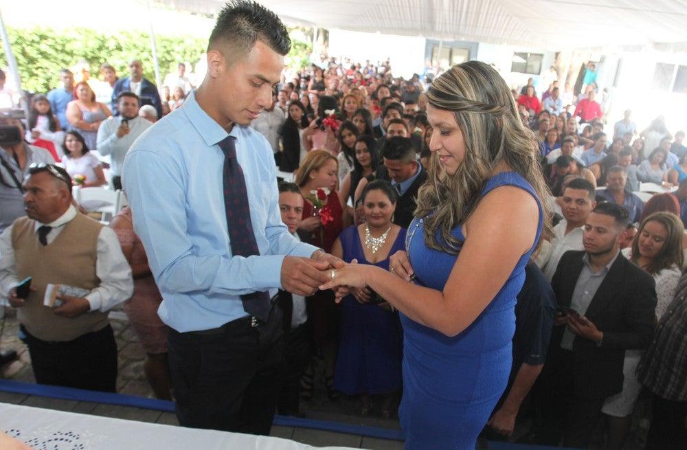 65 parejas se unieron en matrimonio este viernes en bodas