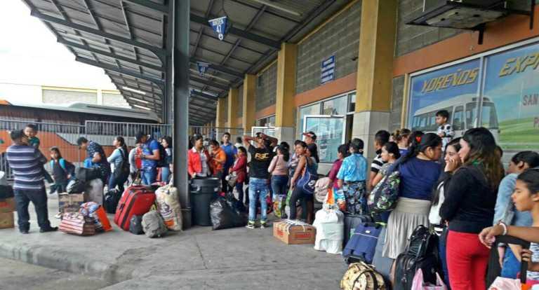 En SPS: Viajeros abarrotan Central Metropolitana de Buses
