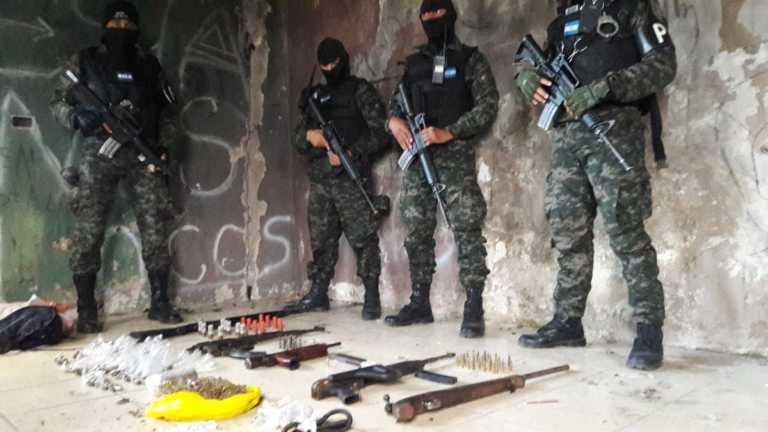Decomisan arsenal de alto poder en una «casa loca» en Tegucigalpa