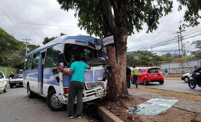 Accidente de autobús en el bulevar Los Próceres