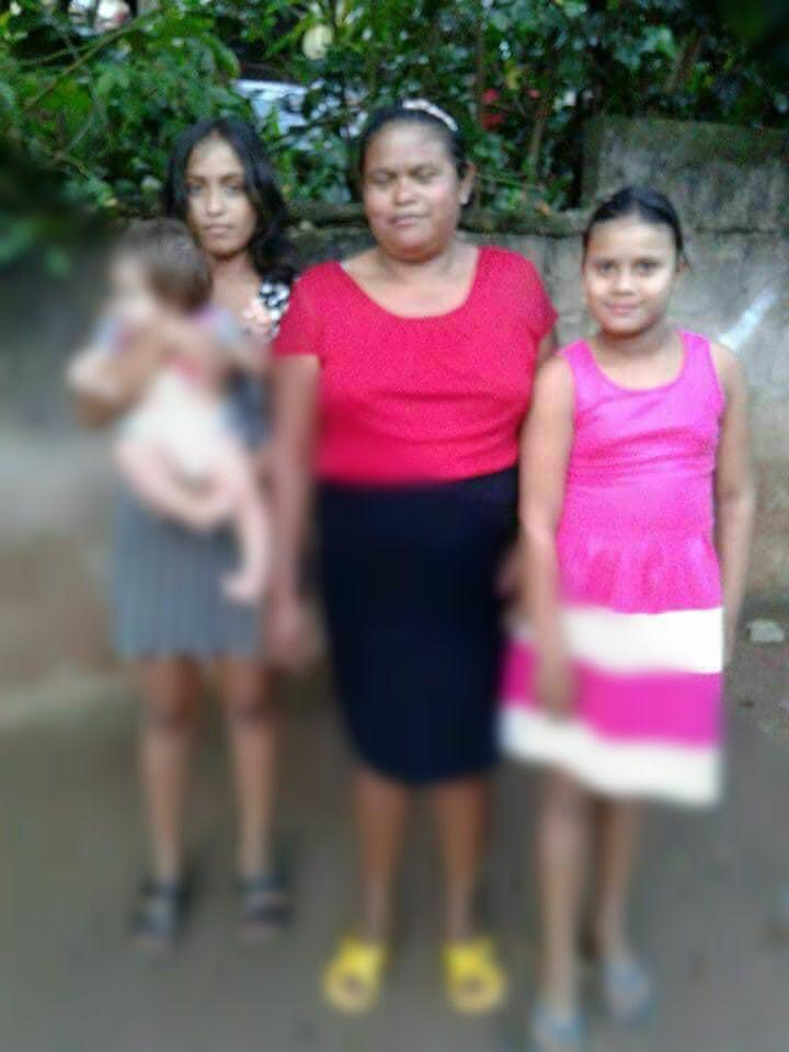 Según conocidos, ellas serían la madre e hijas asesinadas esta madrugada.
