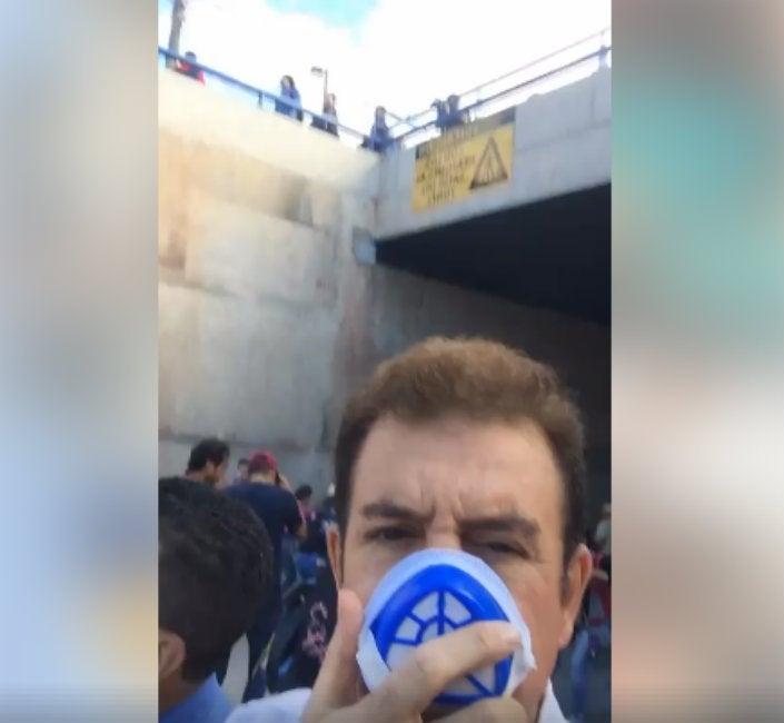 Salvador Nasralla sufre efectos de gas lacrimógeno en protesta