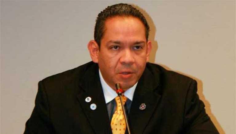 Mario Villafranca presenta decreto para reglamentar reelección presidencial