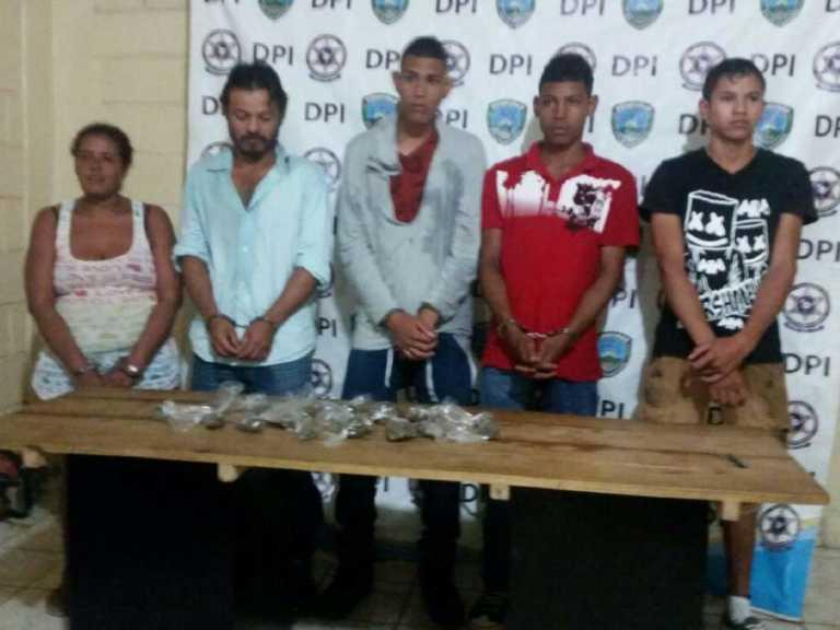 Capturan banda delictiva en posesión de presunta droga en Olancho