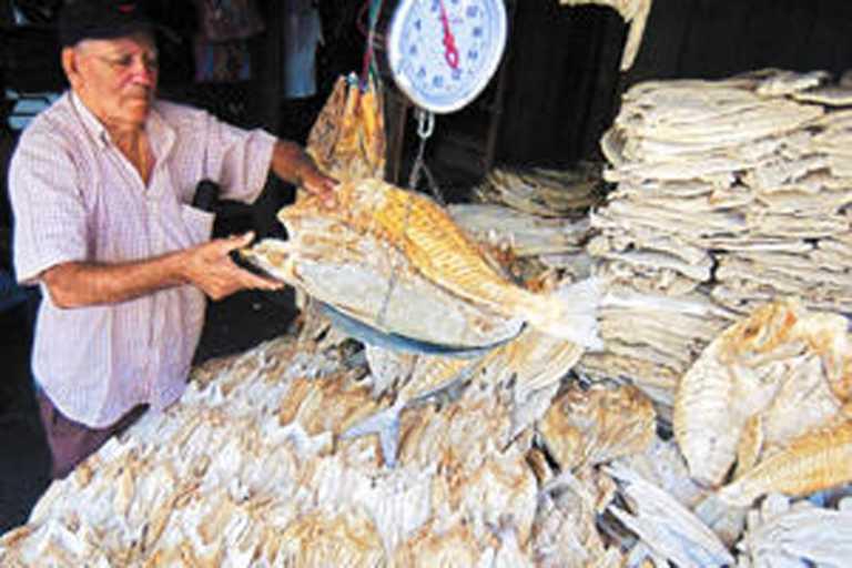 Denuncian trancazo de más de 20 lempiras en la libra de pescado seco
