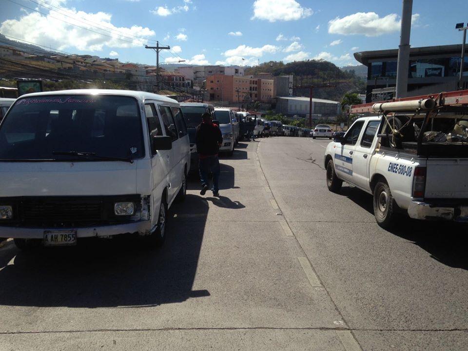 SPS: Taxistas se van a paro exigiendo mejorar sus condiciones laborales