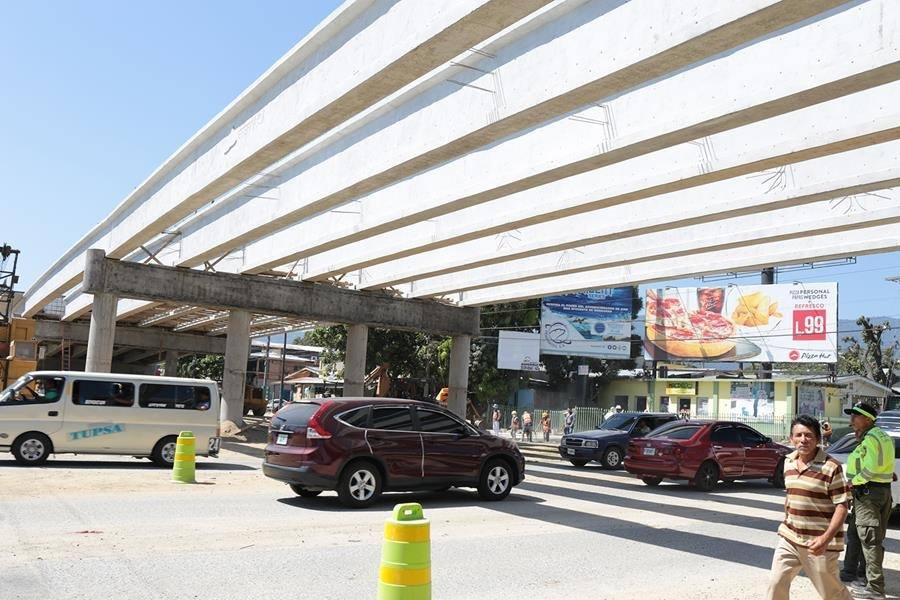 SPS: Construcción del puente a desnivel en la avenida Juan Pablo II esta por finalizar