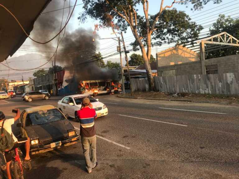 Queman bus Impala en el Barrio Medina, San Pedro Sula