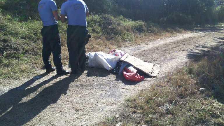 """Encuentran dos cuerpos """"encostalados"""" en carretera a Olancho"""