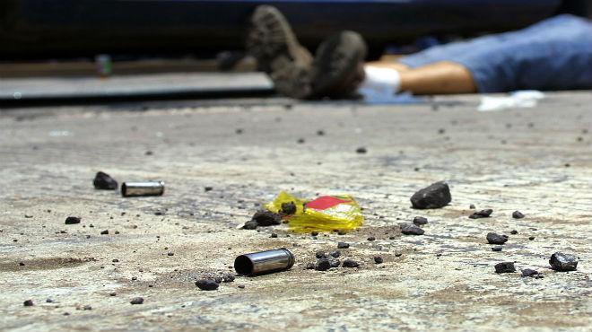 Asesinan a balazos a dos primos y hieren otra persona en Los Pinos