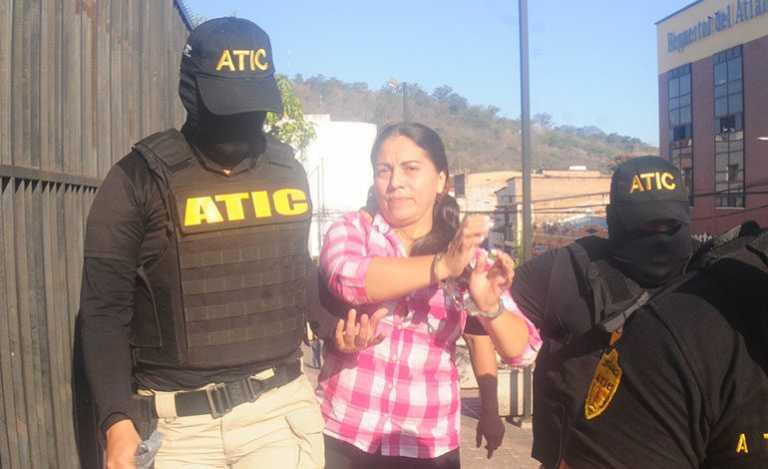 Dictan detención judicial para la mamá de «la palillona»
