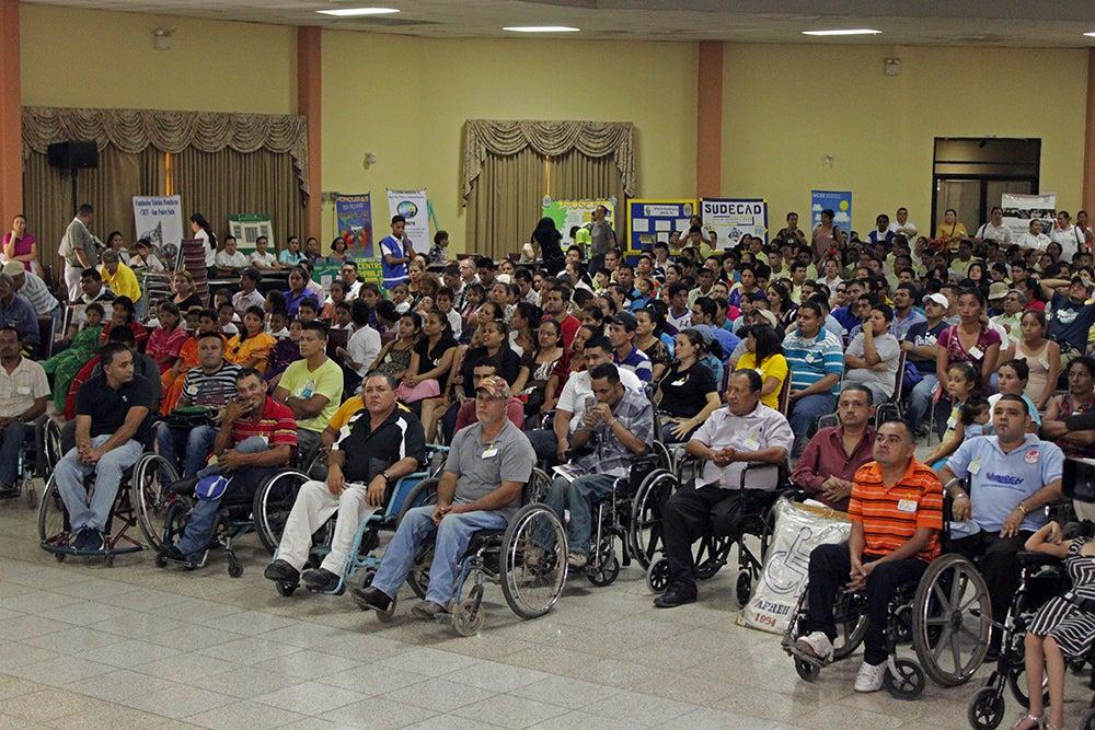 Feria de empleo para discapacitados en San Pedro Sula: el evento se realizó en el parque central de San Pedro Sula, y a el asistieron cientos de personas con capacidades especiales.